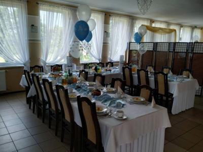 Stół zposiłkami 9