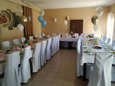 Stół zposiłkami 14