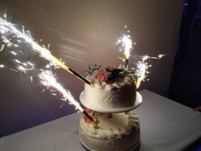 Tort weselny ze świecami