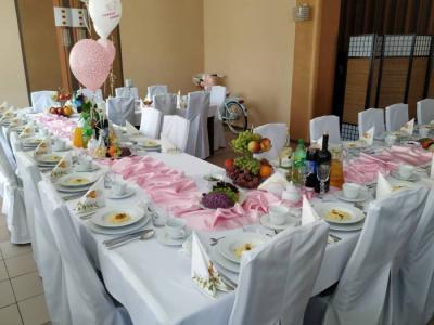 Weselny stół zposiłkami 10