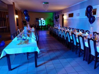 Weselny stół zposiłkami 11