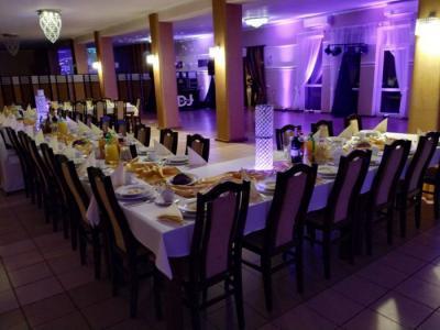 Weselny stół zposiłkami 13